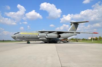 Ил-76 с украинцами приземлился в Баку