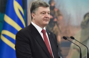 Порошенко обещает в случае наступления ввести военное положение