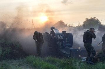 В Марьинке пять часов идет бой, ранены 25 военных