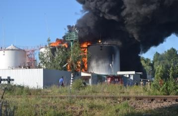 На нефтебазе под Киевом горят восемь резервуаров. Пятеро пострадавших