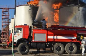 Эколог: Людей, которые живут возле горящей нефтебазы, нужно отселять