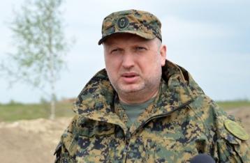 Турчинов: Боевой арсенал, находящийся возле горящей нефтебазы, эвакуируют