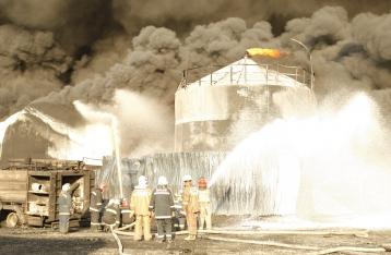 Спасатели локализовали эпицентр возгорания на нефтебазе
