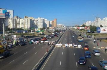 Владельцы киосков перекрыли проспект Бажана в Киеве