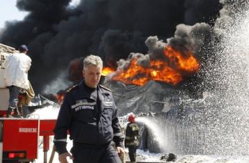 На нефтебазе под Киевом продолжают гореть пять резервуаров