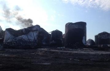 На нефтебазе под Киевом по-прежнему горит резервуар с топливом