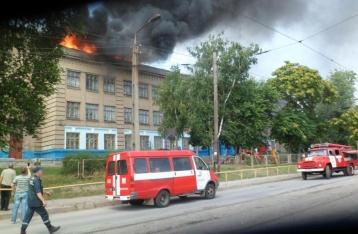 60 спасателей несколько часов тушили пожар в школе Запорожья