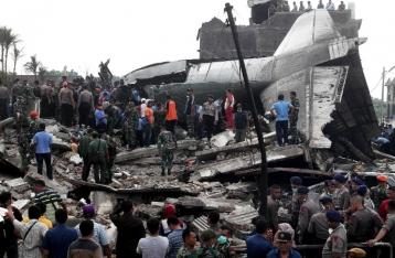 Количество жертв крушения самолета в Индонезии превысило 140 человек