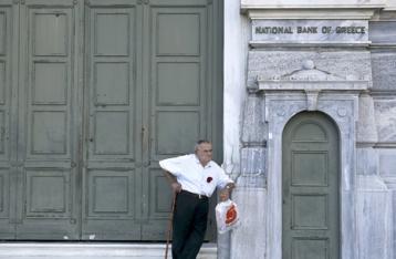 Греки расплачиваются за своих политиков...