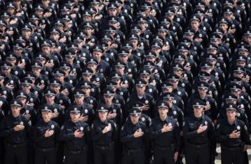 Патрульные полицейские приняли присягу в центре столицы