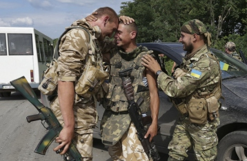 Порошенко: Из плена освобождены десять бойцов АТО