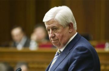 Шокин уволил уличенных в коррупции прокуроров