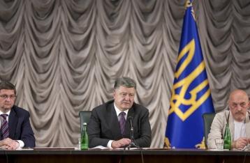 Порошенко: Украина готова дать отпор агрессору, но пойдет дипломатическим путем