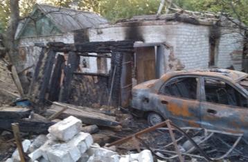 Авдеевка под обстрелом: сгорел автомобиль с мирными жителями