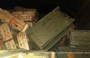 Пограничники задержали в Донецкой области КамАЗ с боеприпасами и военным РФ