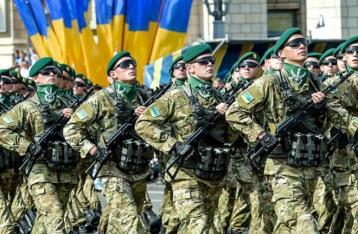 Яценюк поручил Полтораку рассчитать стоимость перехода на контрактную армию