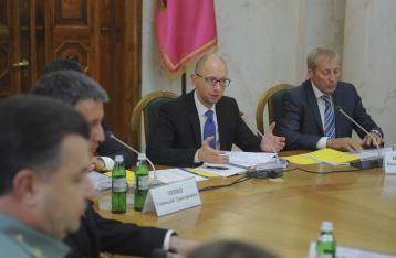 Яценюк: Половина предприятий ЖКХ не готовы к зиме