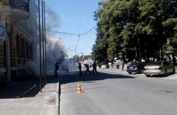 МВД: Офис ПР в Харькове забросали камнями и петардами