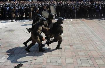 Геращенко: Раненый под Радой нацгвардеец умер от пули в сердце