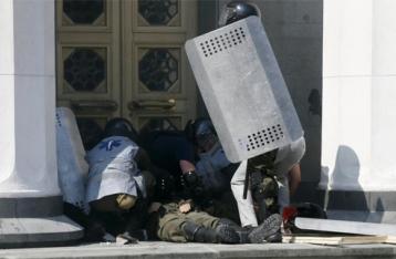 Аваков: Скончался второй раненый под Радой нацгвардеец