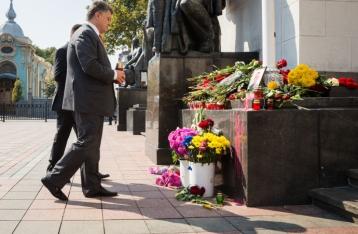 Порошенко наградил бойцов НГУ, погибших под Радой