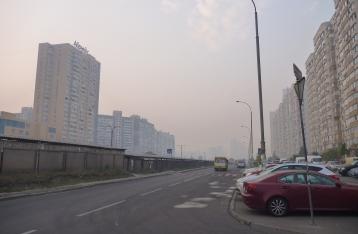 Из-за дыма в Киеве приостановили занятия в школах и запретили въезд грузовиков