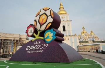 Порошенко поручил проверить использование госсредств на Евро-2012