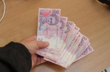 Зарплаты украинцев растут, но только номинально