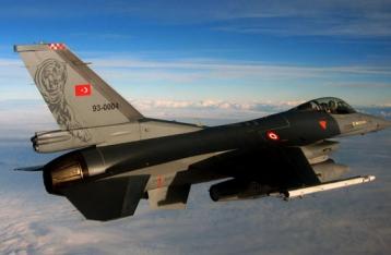 Турецкие военные сбили на границе с Сирией неопознанный самолет