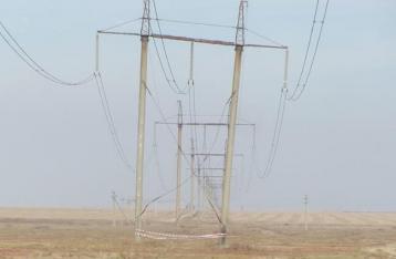 Неизвестные взорвали две опоры линии электропередач в Крым