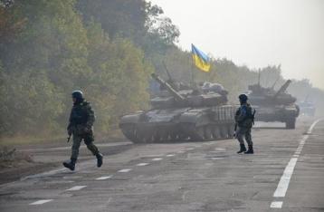 Порошенко: НВФ начали отвод танков в районе Новоазовска