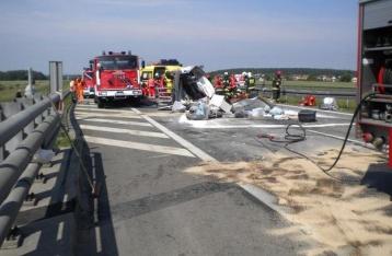 Во Франции в результате столкновения автобуса и грузовика погибли 42 человека