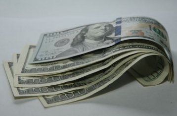 Курс на 25: что творится с долларом в Украине и как НБУ спасает гривню