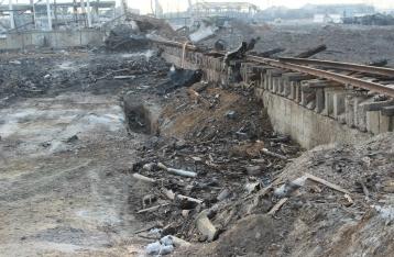 В Сватово под завалами нашли тела еще двух военных