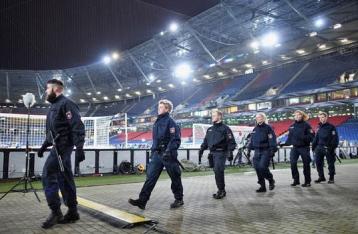 В Ганновере экстренно отменили футбольный матч, на который собиралась Меркель
