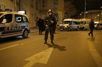 На севере Парижа произошла перестрелка: среди раненых – полицейские