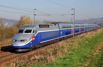 Во Франции сошел с рельсов высокоскоростной поезд, более 10 погибших