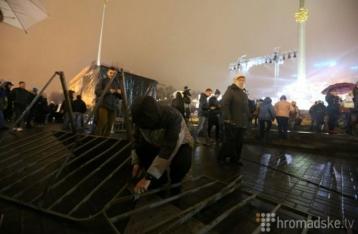 На Майдане активисты сорвали концерт, произошла стычка с нацгвардейцами