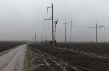 Энергетики заменили одну опору ЛЭП возле Крыма