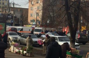 В Черкассах на людей упал билборд, семеро пострадавших