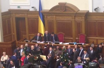 Депутаты заблокировали трибуну ВР, Гройсман объявил перерыв