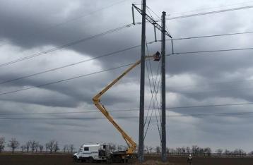 Опора поставляющей электроэнергию в Крым ЛЭП упала
