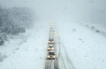 Из-за снегопада в Одесской и Запорожской областях закрывают дороги