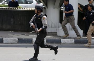 В столице Индонезии прогремела серия взрывов, есть жертвы