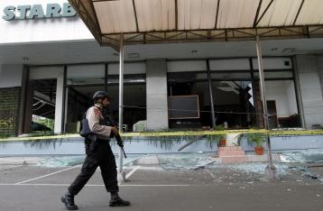 Полиция назвала организатора теракта в Джакарте