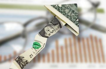 В обменниках доллар подбирается к 28 гривням