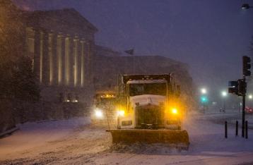 На восток США обрушилась снежная буря, есть жертвы