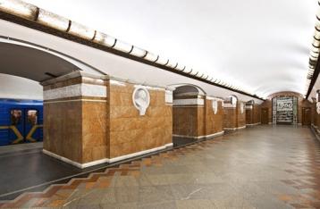 В Киеве в час пик остановилась «красная» ветка метро