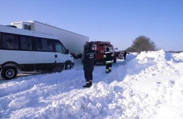 На всех дорогах Украины возобновлено движение транспорта
