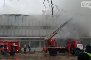 Пожар в ТЦ Ужгорода тушат 70 спасателей